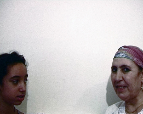 Zineb Sedira, Mother Tongue, 2002, C – Grandmother and Granddaughter (Algeria), video-projections on screens, 5 min (each. video) © Zineb Sedira. Courtesy the artist and kamel mennour, Paris