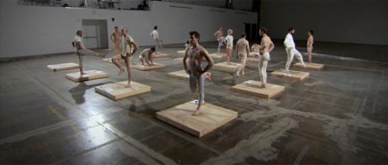 Jesse Aron Green, Ärztliche Zimmergymnastik, still, 2008, HD Video Installation, 80 min loop.
